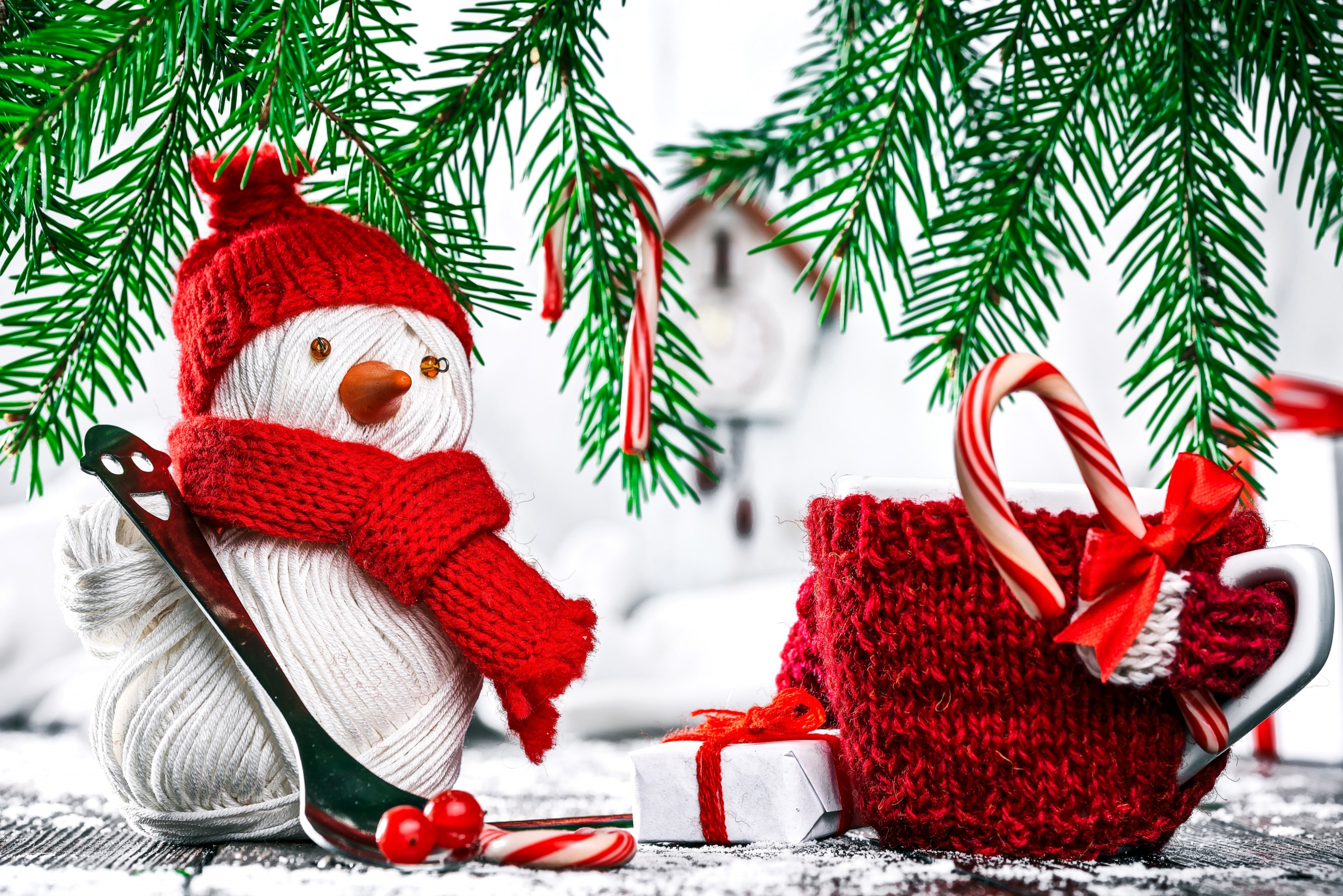 Christmas Snowmen Winter Hat Scarf Cup Gifts 558963 2560x1708